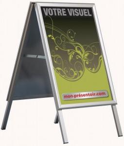 """Le porte-affiche """"chevalet charnières"""" - sol intérieur"""