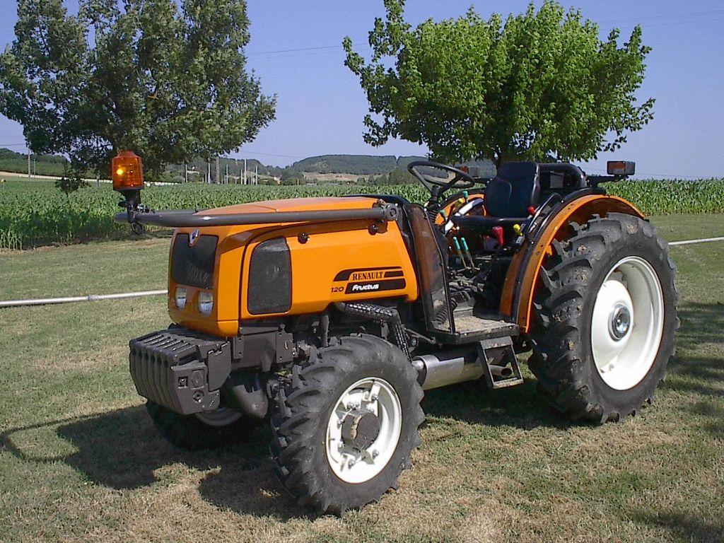 Le microtracteur est idéal pour les activités agricoles.