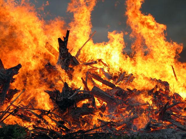 La mise en place de fermetures résistantes au feu permet d'éviter certaines conséquences dues aux incendies